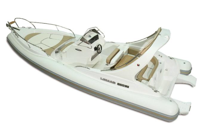 Louer LOMAC 850 In avec permis dans le Golfe de Saint Tropez (83)